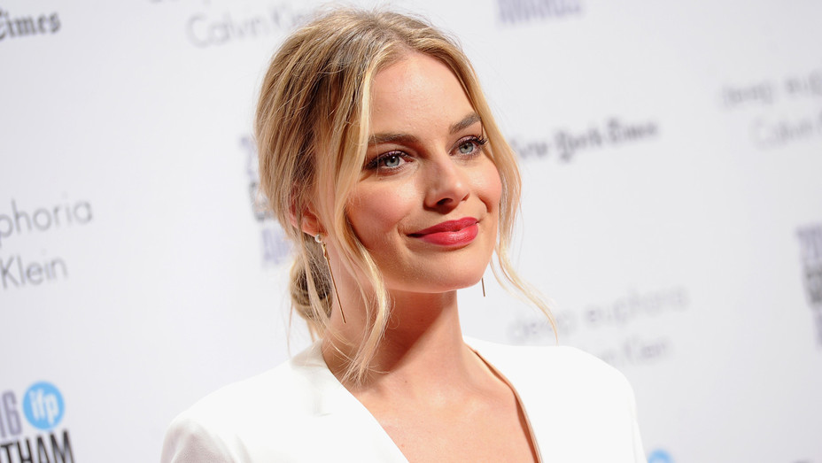 Margot Robbie IFP's 26th Annual Gotham Independent Film Awards - Getty - H 2017