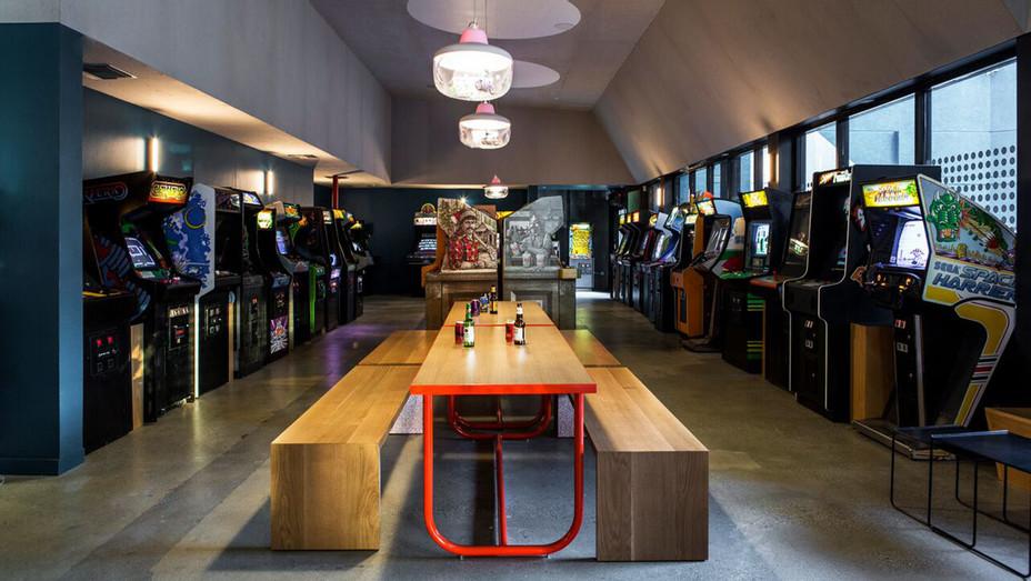 Button Mash Bar Main Interior - Publicity - H 2017