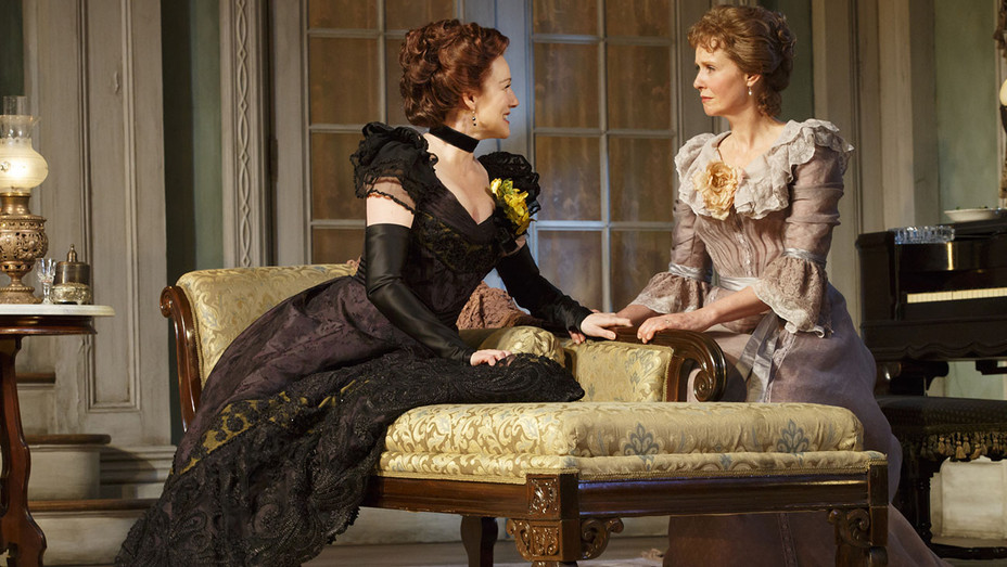 The Little Foxes - Laura Linney and Cynthia Nixon - H 2017