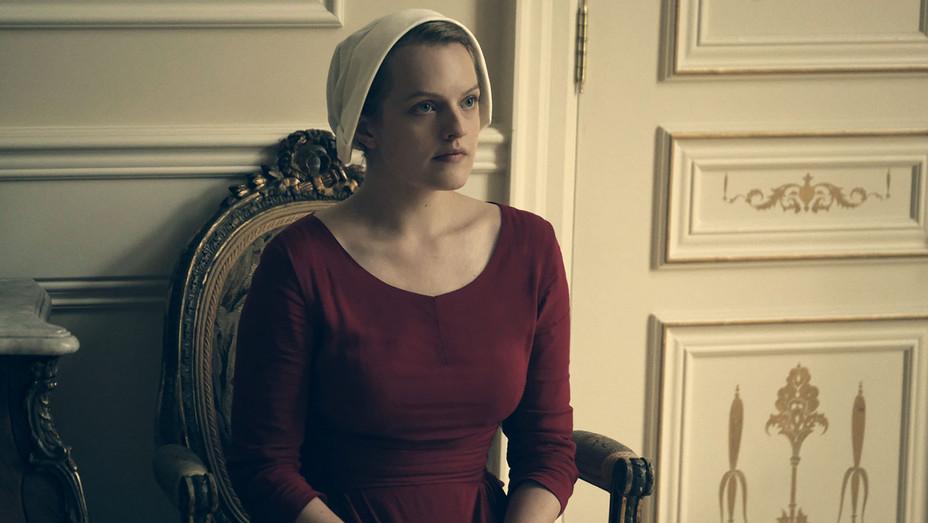 The Handmaid's Tale - LateEpisode 103 -Elisabeth Moss- Publicity-  H 2017