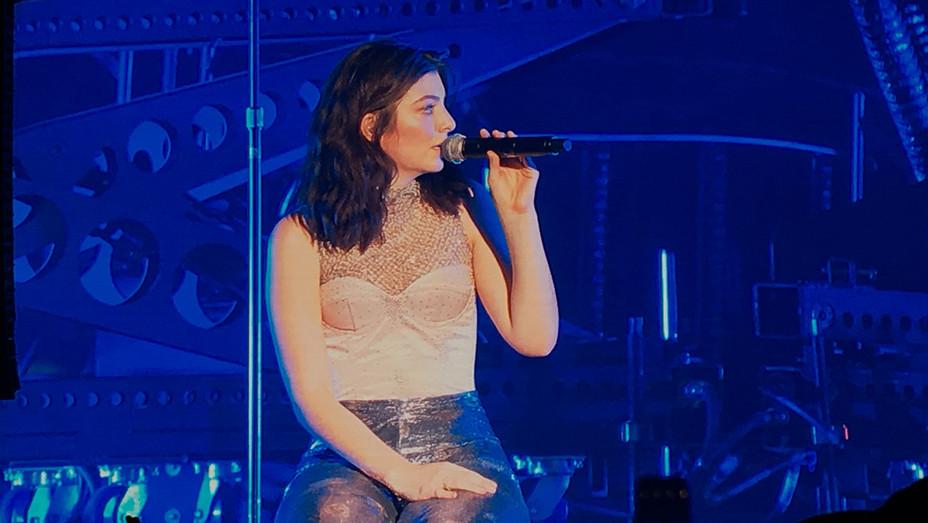 Lorde Coachella 2017 - Staff - H 2017