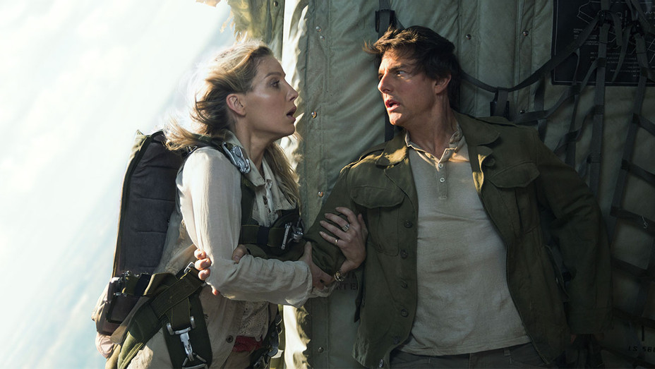 The Mummy Still 4 Annabelle Wallis and Tom Cruise - Publicity - H 2017