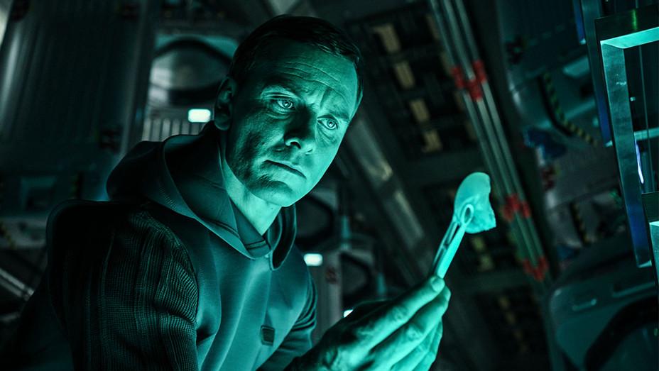 Alien: Covenant Still Michael Fassbender - Publicity - H 2017