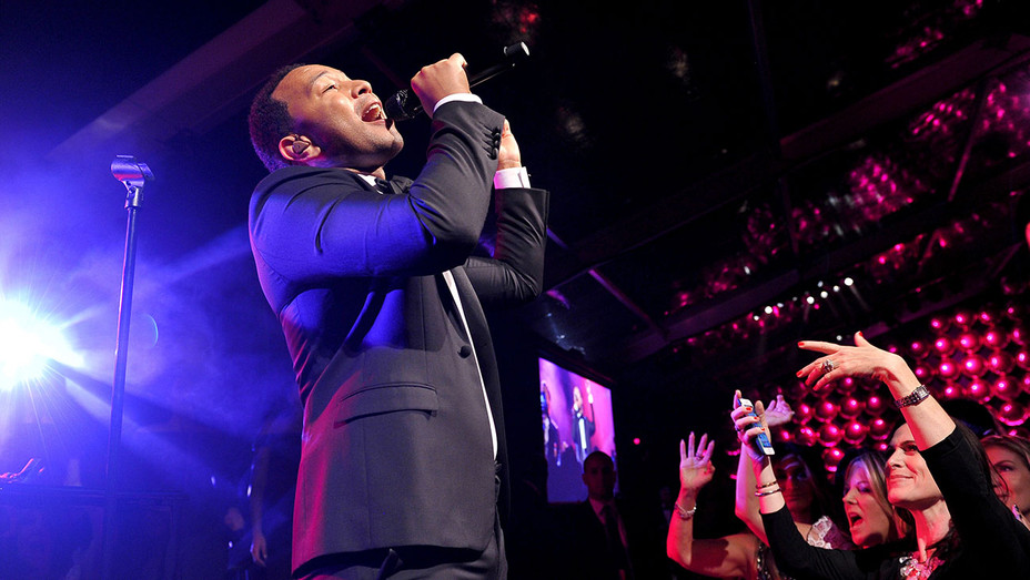John Legend performs at the MOCA Gala 2017 - Getty-H 2017