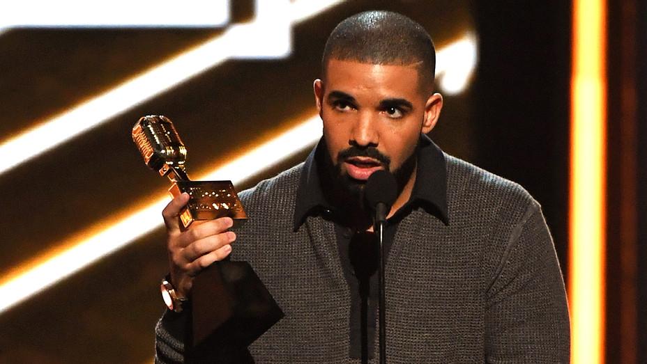 Drake Billarboard Male Artist Win - Getty - H 2017