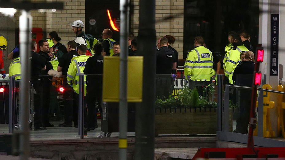 MANCHESTER -  Emergency services close to the Manchester Arena - Getty-H 2017