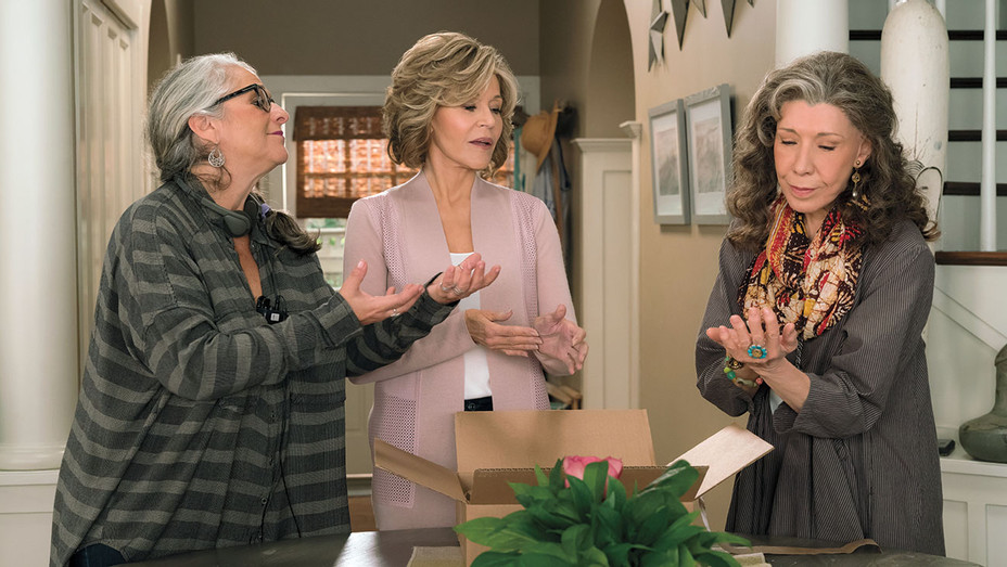 Grace and Frankie_S03E01_Still - Publicity - H 2017