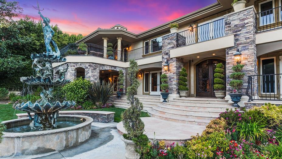 Kardashian Home Real Estate - Publicity - H 2017