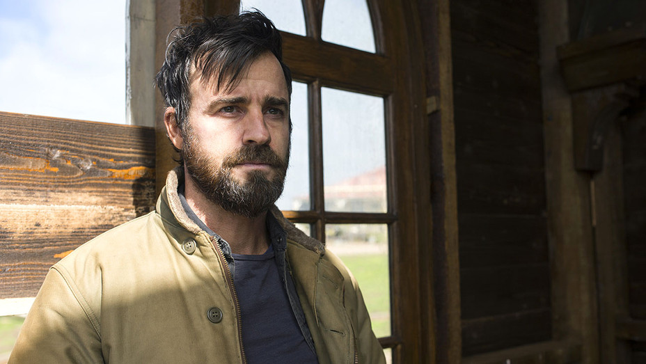 The Leftovers - Episode 27 (season 3, episode 7) -Justin Theroux-tan jacket- - Publicity-H 2017