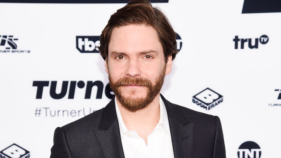 Daniel Bruhl to Star in, Produce 'All Quiet on the Western ...