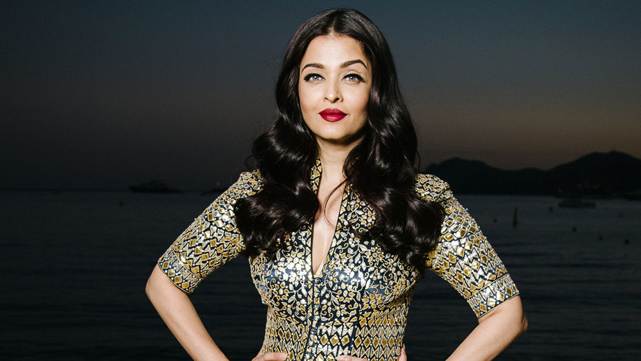 Aishwarya Rai To Receive Women In Film India S Meryl Streep Award For Excellence Exclusive Hollywood Reporter