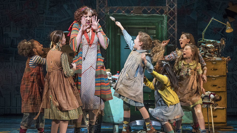 Miranda Hart with the Orphans in Annie at the Piccadilly Theatre  - Publicity-H 2017