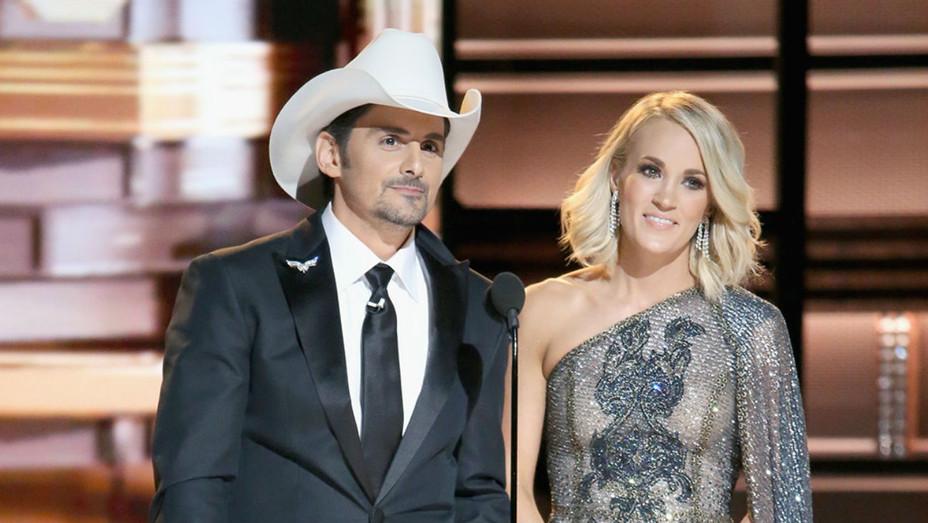 Brad Paisley Carrie Underwood CMAs - H 2017