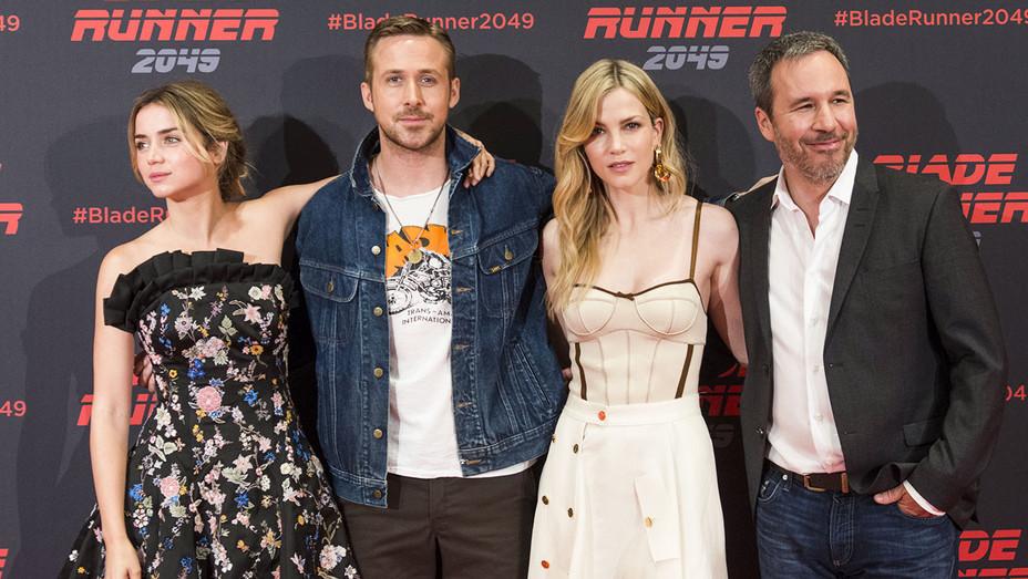 Blade Runner 2049 Photocall - Ana de Armas, Ryan Gosling, Sylvia Hoeks and Denis Villeneuve - Publicity - H 2017