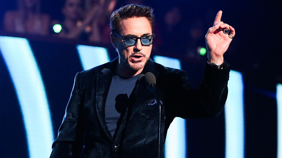 Robert Downey Jr. - People's Choice Awards - Getty - H 2017