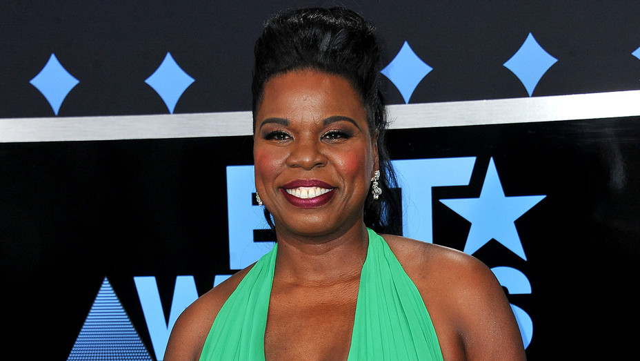Leslie Jones arrives at the 2017 BET Awards - Getty-H 2017