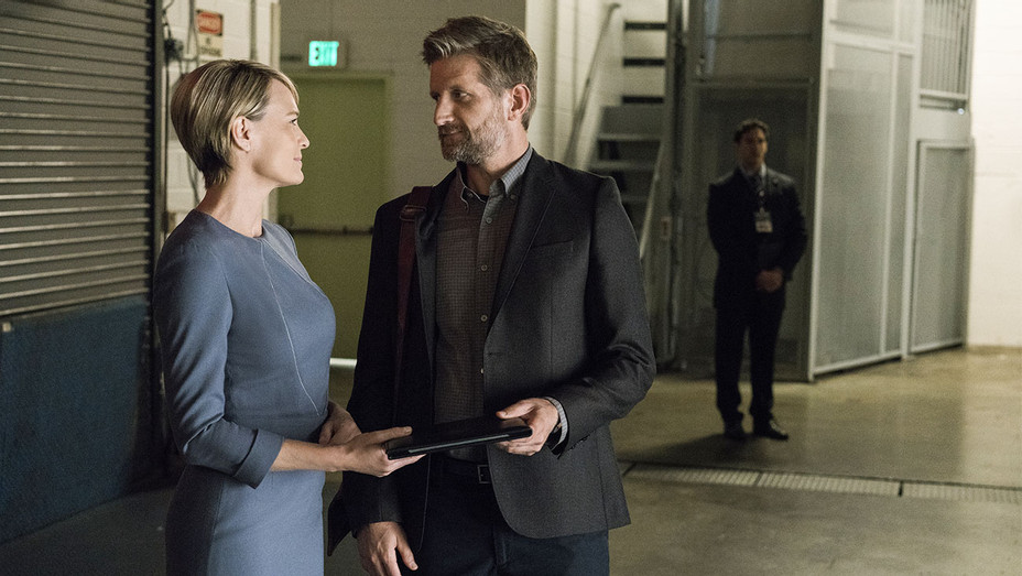 House of Cards Still Season 5 Episode 3 Robin Wright and Paul Sparks - Publicity - H 2017