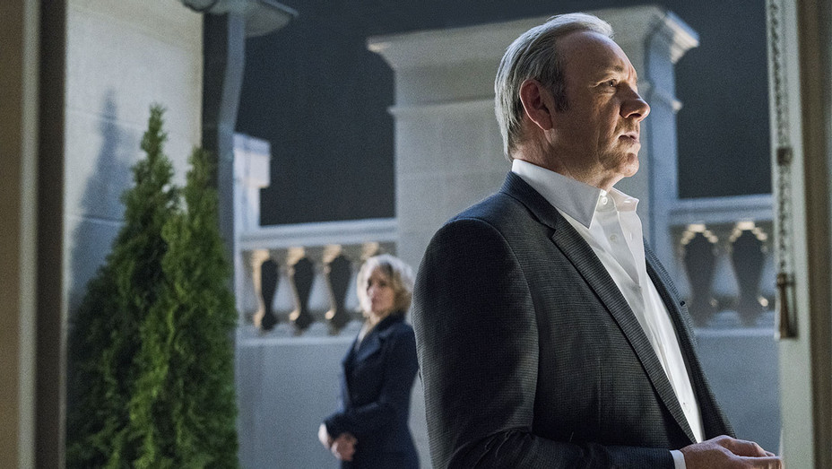 House of Cards Still Season 5 Episode 10 Robin Wright and Kevin Spacey - Publicity - H 2017