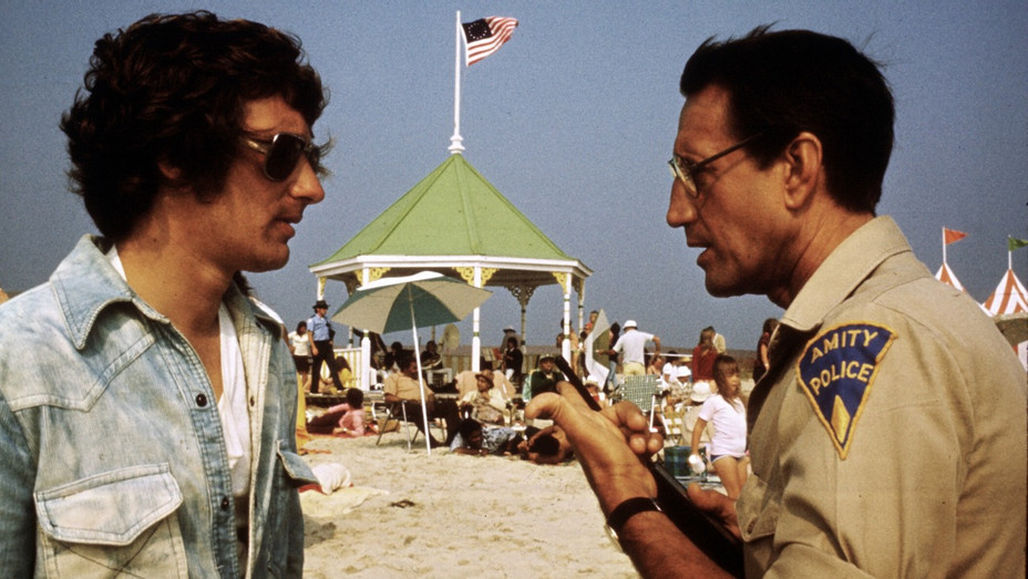 Spielberg on Set Jaws - H - 1977