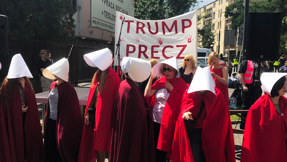Instagram - CNN Poland Handmaid's Tale Protest - Screenshot - H 2017