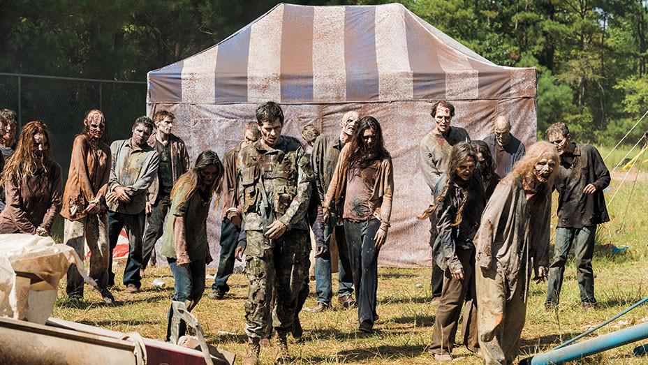 The Walking Dead S07E12 Still_1_embed - Publicity - EMBED 2017