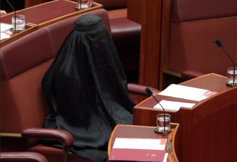 Pauline Hanson Burqa - Screenshot - H 2017