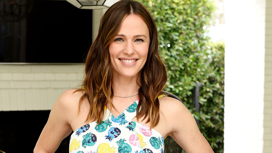 Jennifer Garner attends NET-A-PORTER x Draper James Event on June 6, 2017 -Getty-H 2017