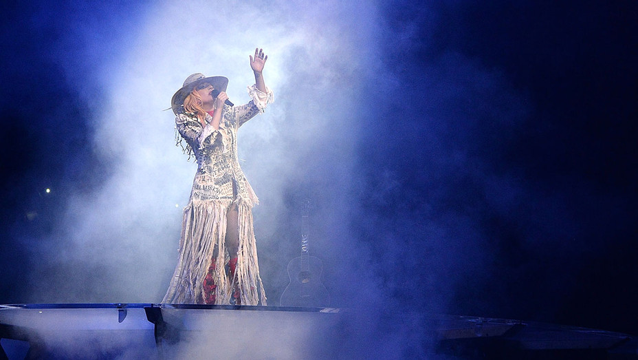 Lady Gaga performs -Joanne world tour at Rogers Arena on August 1, 2017 -Getty-H 2017