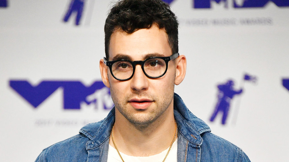 Jack Antonoff of Bleachers attends the 2017 MTV Video Music Awards - Getty-H 2017
