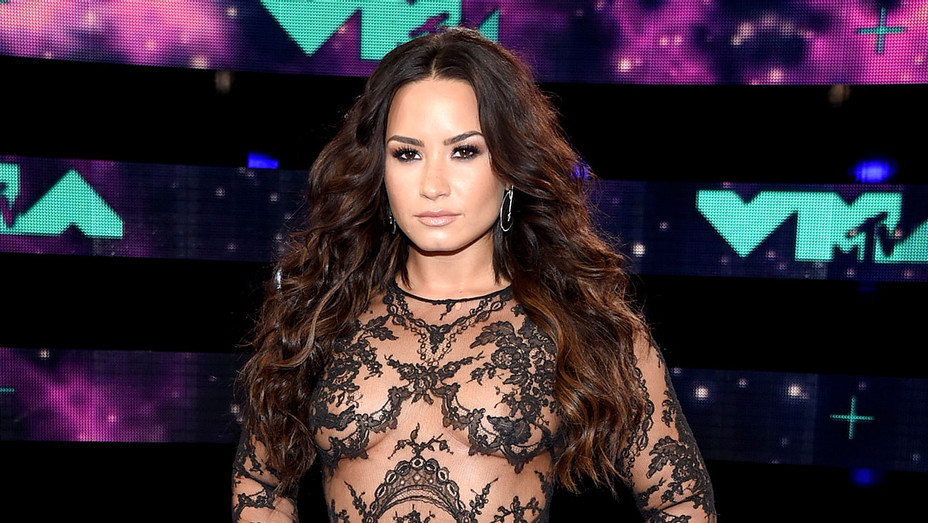 Demi Lovato attends the 2017 MTV Video Music Awards  - Getty-H 2017