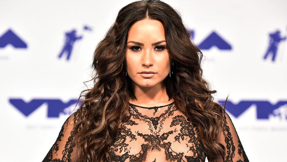Demi Lovato - 2017 MTV Video Music Awards - Hair - Getty-H 2017