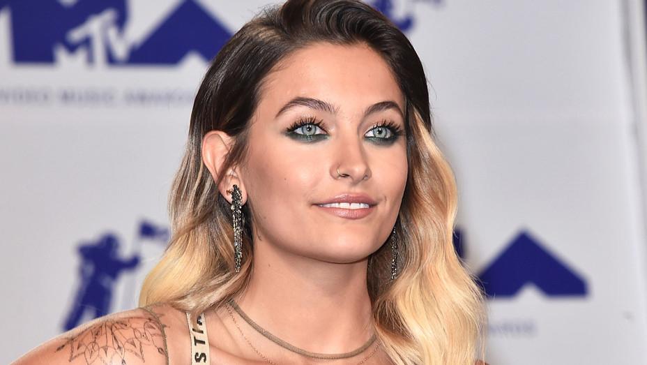 Paris Jackson attends the 2017 MTV Video Music Awards 2 - Getty-H 2017