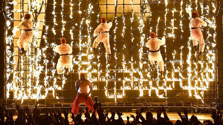 Kendrick Lamar Fire Dancers Performance - 2017 MTV Video Music Awards - Getty - H 2017