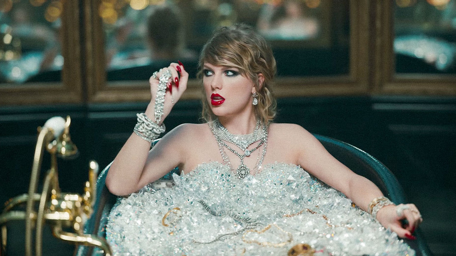 Taylor Swift Look What You Made Me Do Music Video 2 - Screenshot - H 2017