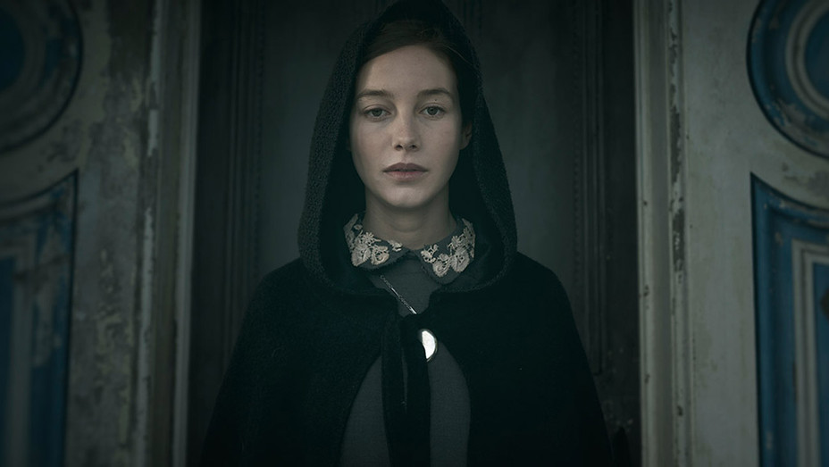 THE LODGERS Still 2 - Publicity - H 2017