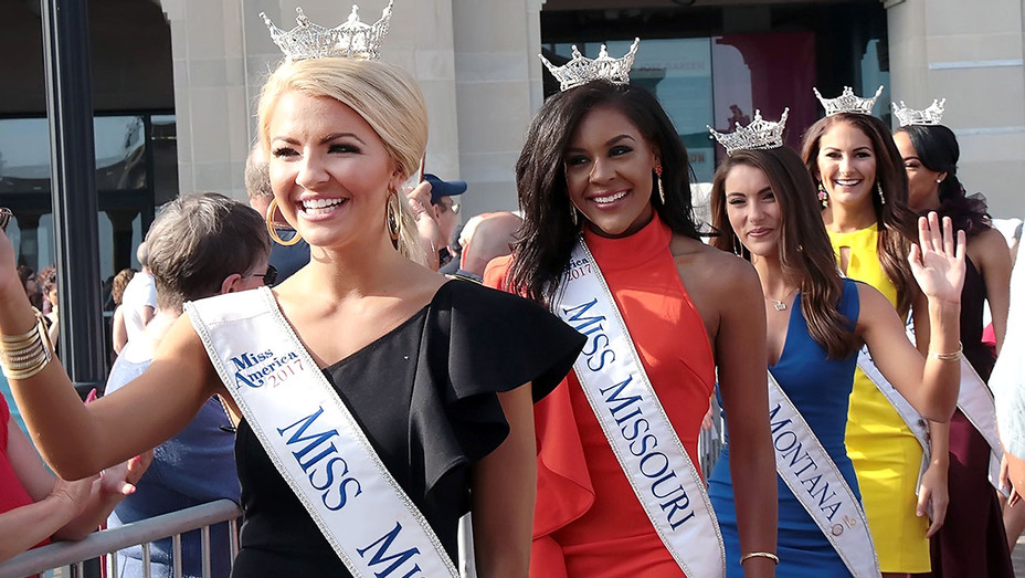Miss America contestents at Kennedy Plaza on August 30, 2017 - Getty -H 2017