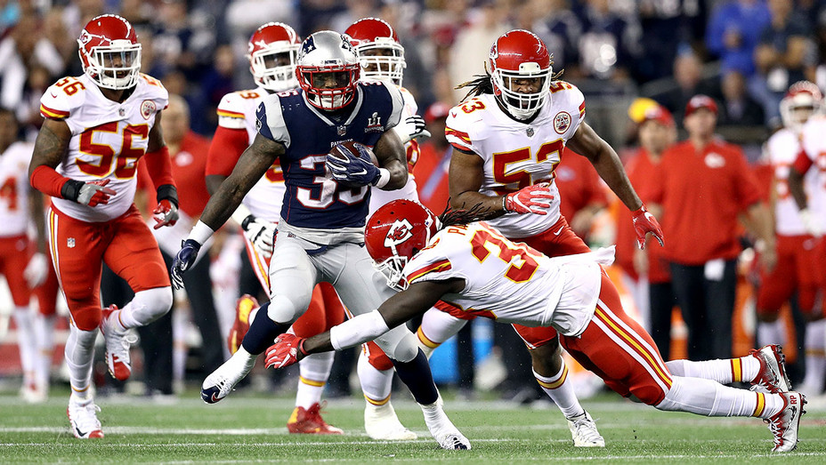Chiefs attempts to tackle Mike Gillislee 35 of the New England Patriots - Getty-H 2017