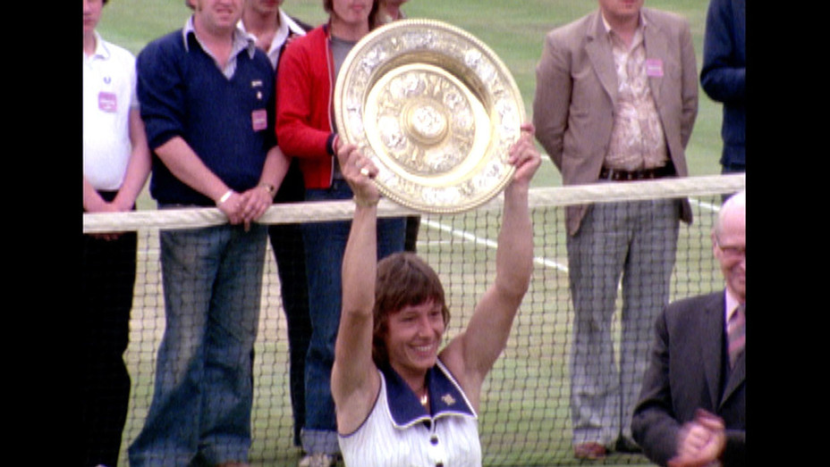 Winning -Documentary- Martina Navratilova Wimbledon 1978 - Martina holding up trophy - H 2017