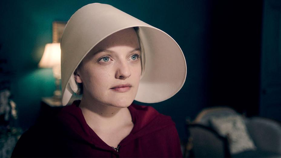 The Handmaid's Tale Still Elisabeth Moss Episode 101 - Publicity - H 2017