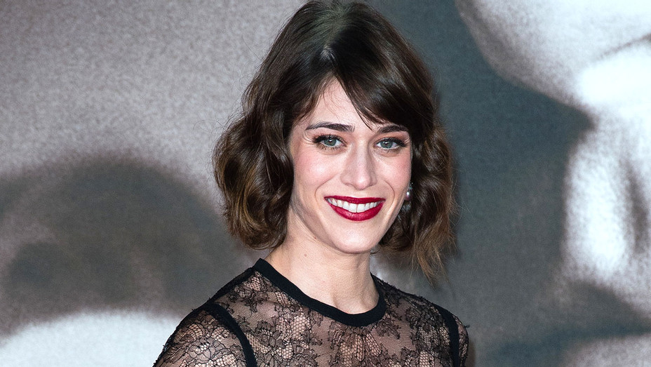 Lizzy Caplan attends the UK Premiere of Allied - Getty-H 2017
