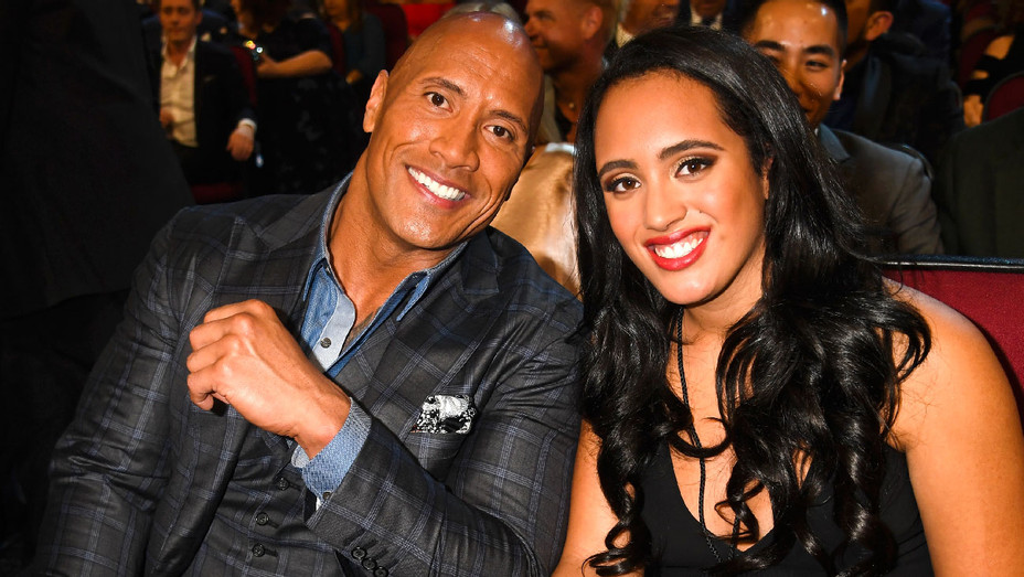 Dwayne and Simone Johnson - 2017 People's Choice Awards - Getty - H 2017