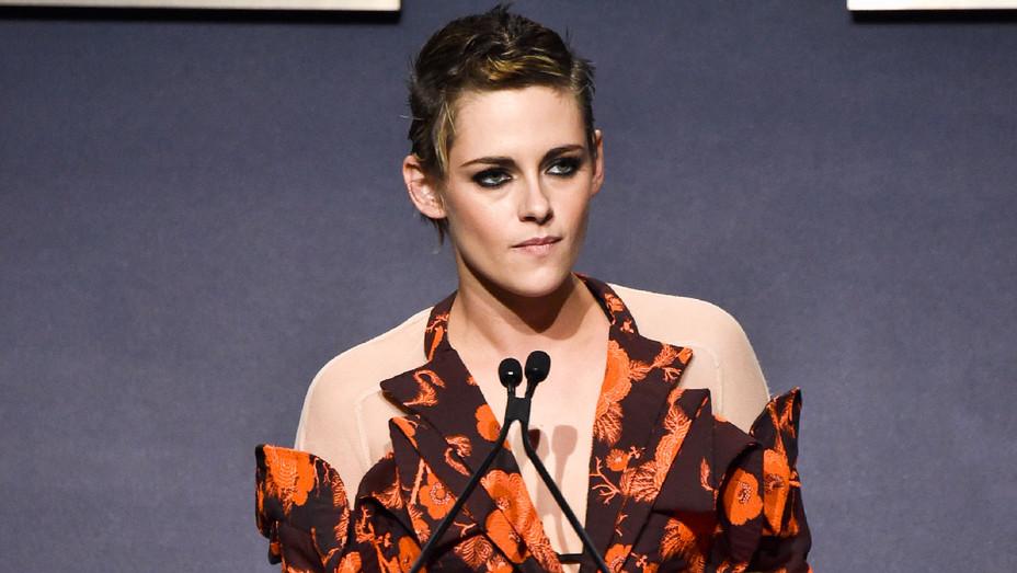 Kristen Stewart 2 - ELLE 24th Annual Women in Hollywood Celebration - Getty - H 2017