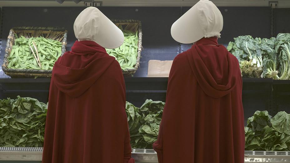 The Handmaid's Tale S01E05 Still - Publicity - H 2017