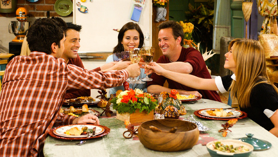 """FRIENDS, """"THE ONE WITH THE LATE THANKSGIVING"""" (2003)"""