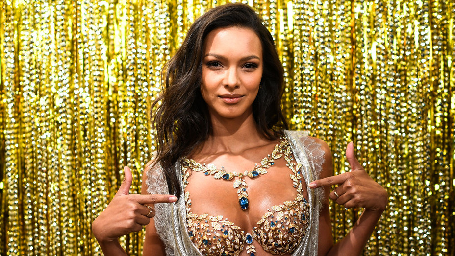 Lais Ribeiro - Champagne Nights Fantasy Bra - Getty - H 2017