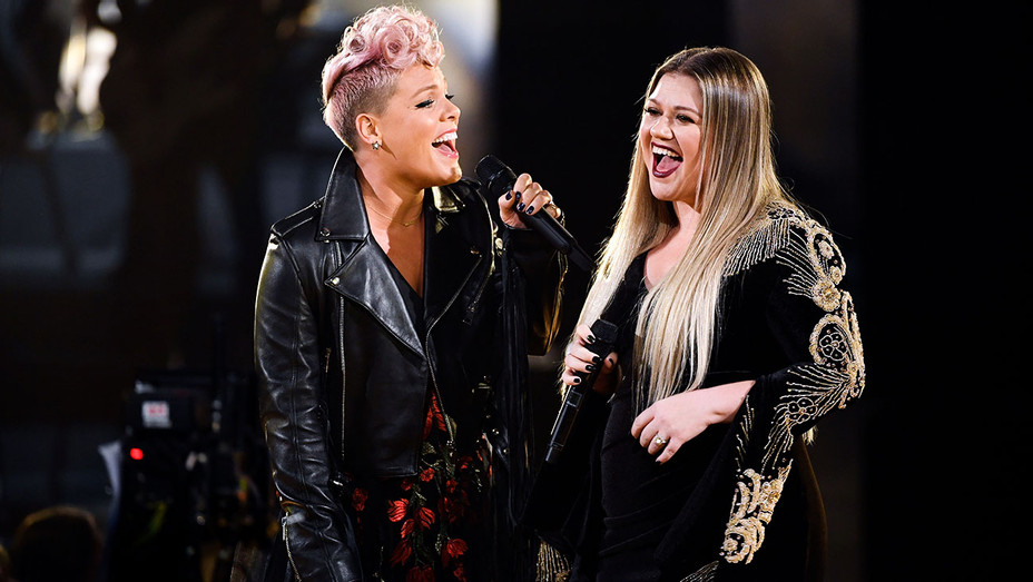 Pink and Kelly Clarkson - AMAs Performance - Getty - H 2017