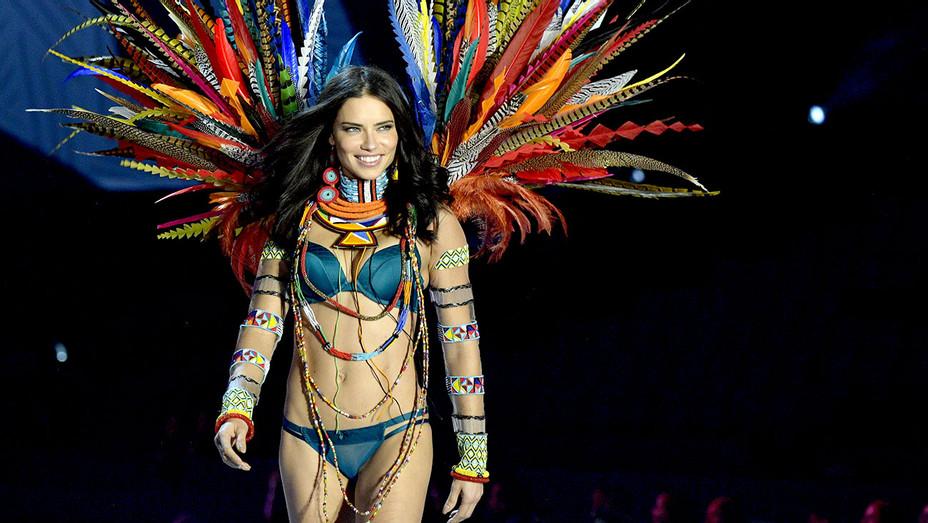 Adriana Lima walks the runway during the 2017 Victoria's Secret Fashion Show - Getty-H 2017