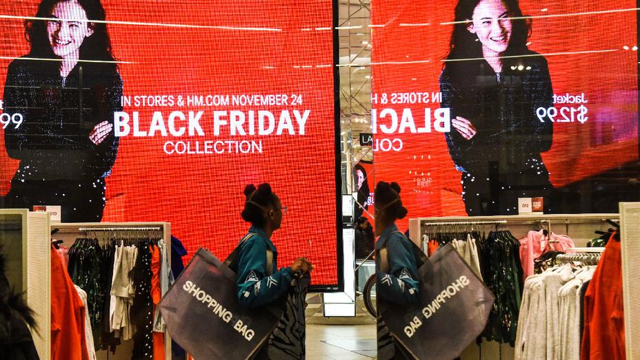 Black Friday Shopping - Getty - H 2017