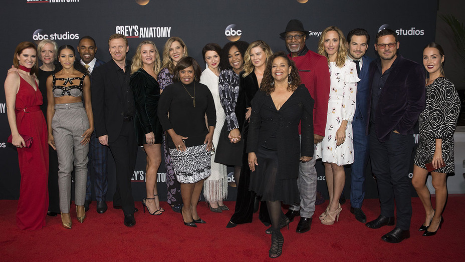 The Cast and Executive Producers_Grey's Anatomy - Publicity - H 2017