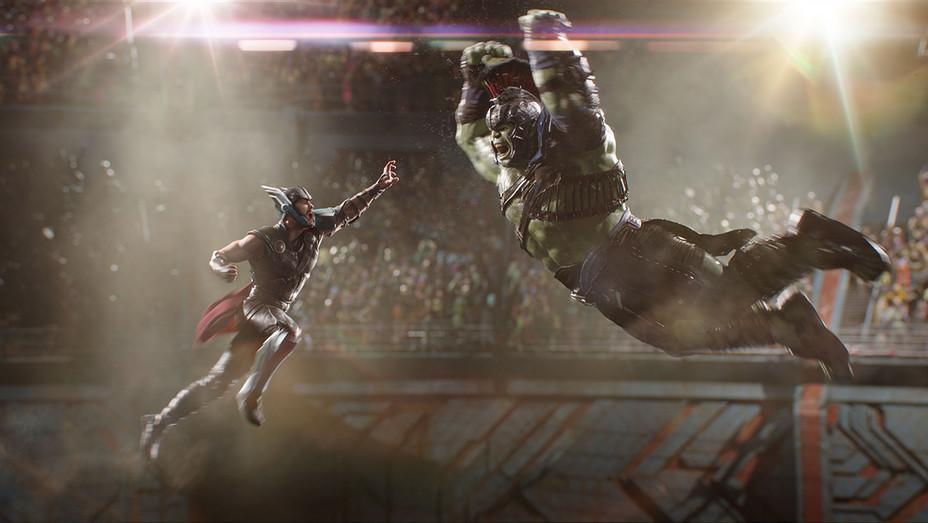 Thor: Ragnarok Still Hulk Gladiator - Publicity - H 2017